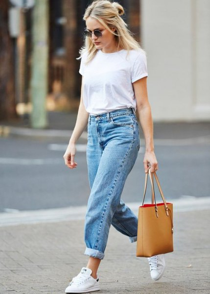 white t-shirt with blue mom jeans with cuffs and white sneakers