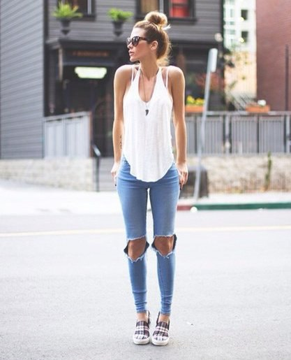white tank top with light blue skinny jeans and plaid sneakers