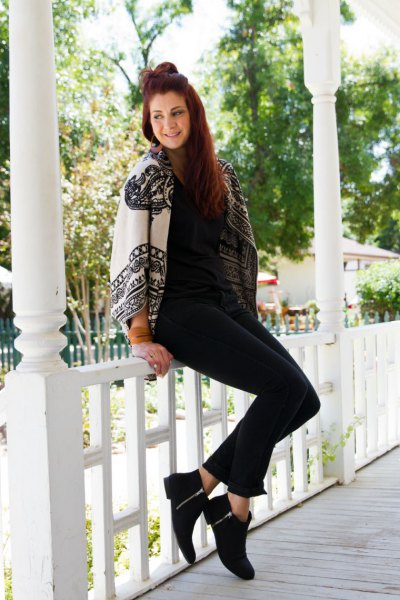 white cape with tribal print, skinny jeans and black short boots