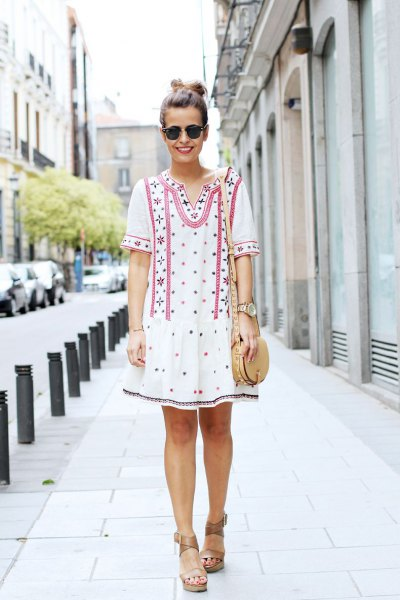 white tribal printed short-sleeved tunic dress with sandals