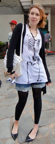 white tunic graphic tee with denim shorts and black footless tights