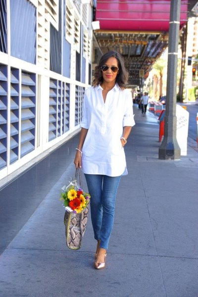 white tunic blouse with half sleeves and blue skinny jeans