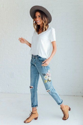 white T-shirt with V-neckline and floral embroidered cropped jeans