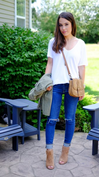 white V-neck T-shirt and blue ripped knee jeans with cuffs