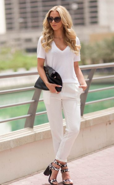 white V-neck t-shirt, slim fit jeans with cuffs and leopard sandals