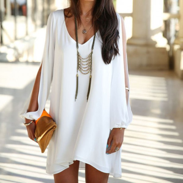 white tunic dress with V-neckline and long necklace in boho style