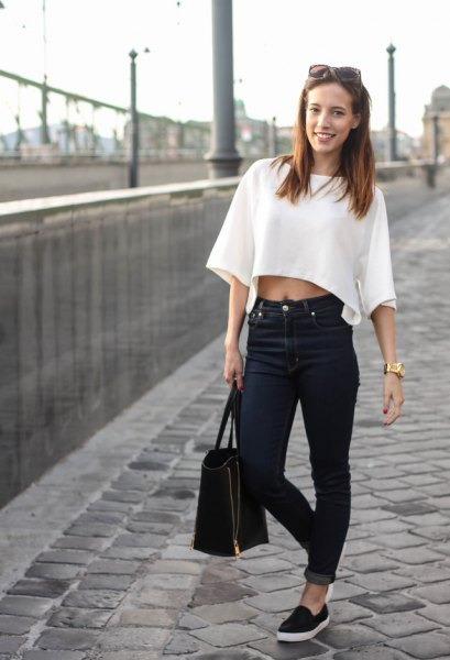 white, wide cut sweater with wide sleeves and black jeans with cuffs