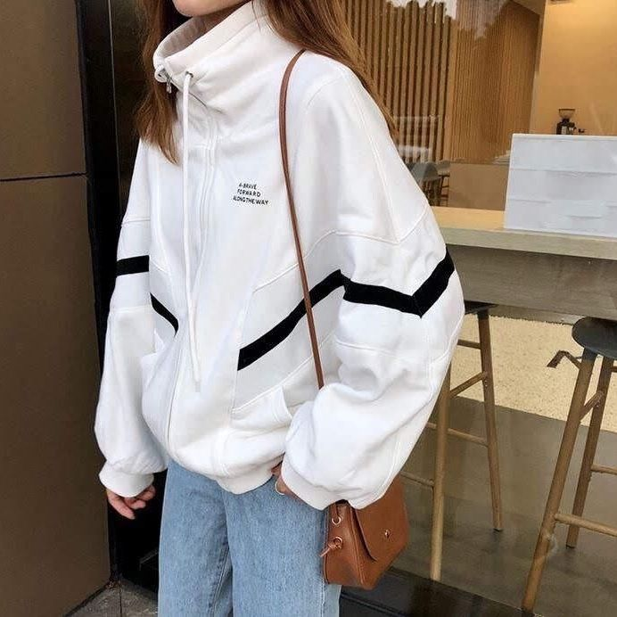 Pin by Moon on Outfits | White windbreaker, Windbreaker outfit .