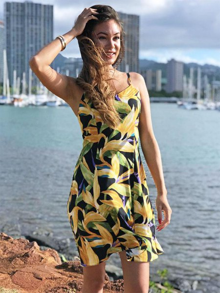 yellow and black sleeveless Hawaiian summer dress