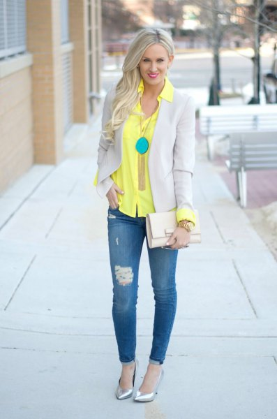 yellow shirt with buttons, light gray blazer and skinny jeans