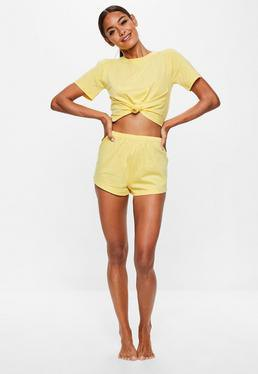 yellow knotted t-shirt with mini shorts