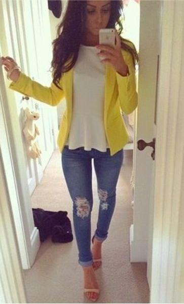 yellow summer blazer with white peplum top and skinny jeans