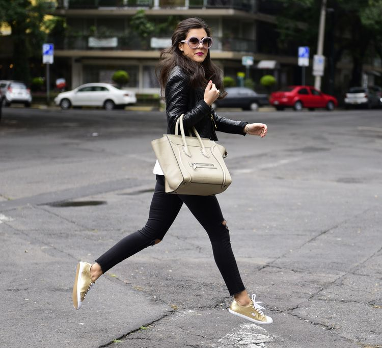 Gold Sneakers Outfit Ideas