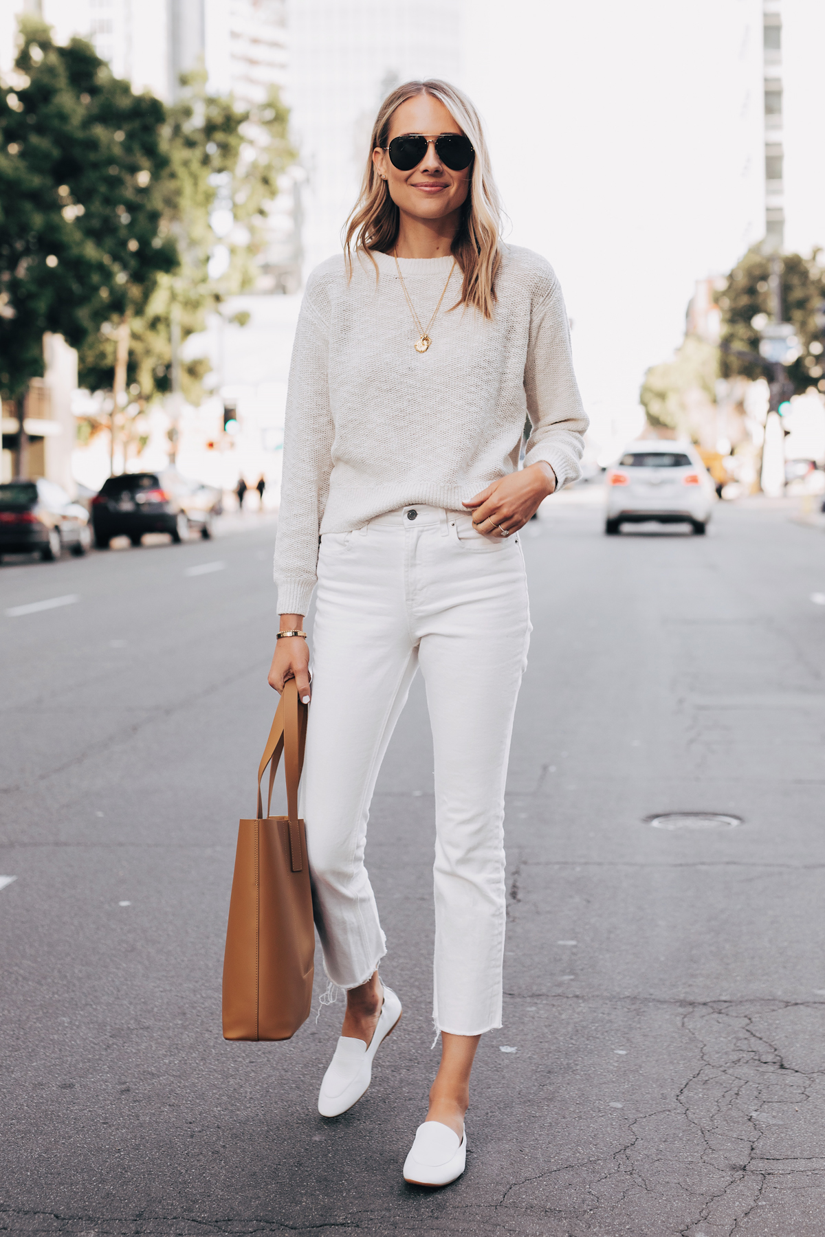 How To Style White Cropped Jeans