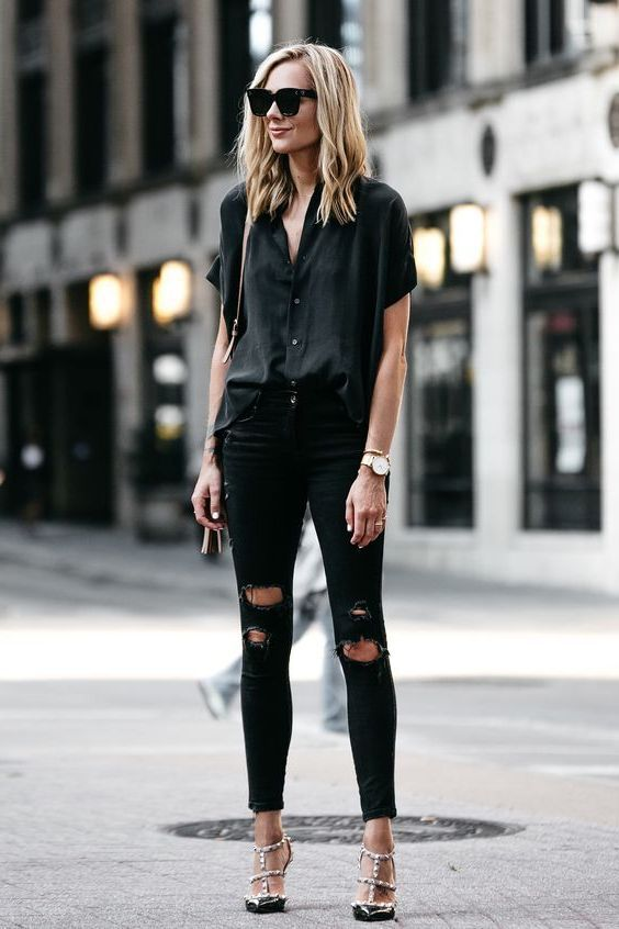 How To Wear Black Knee Ripped Jeans