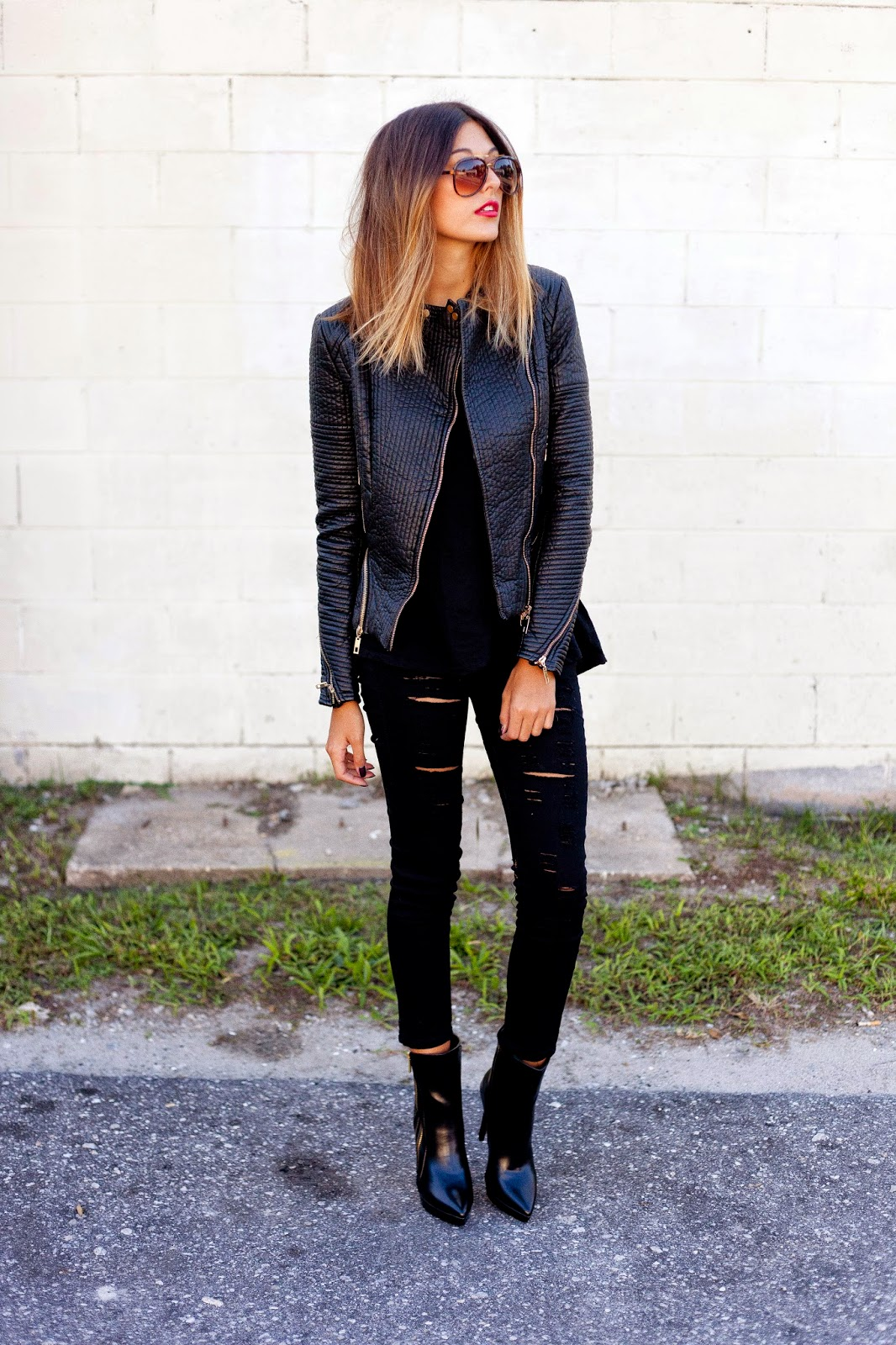 How To Wear Black Ripped Skinny Jeans