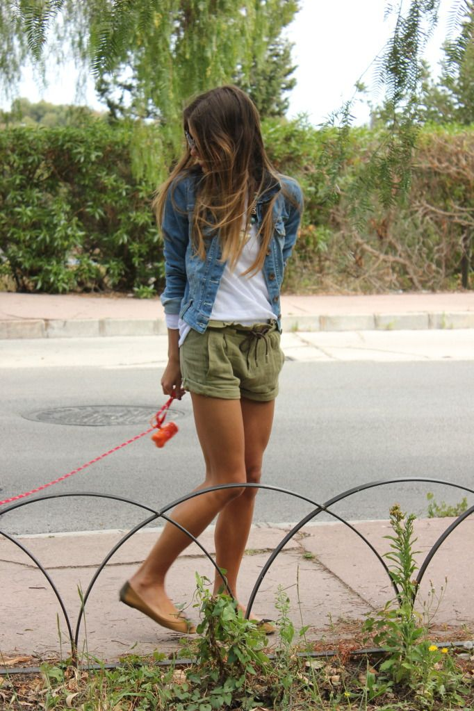 How To Wear Green Shorts