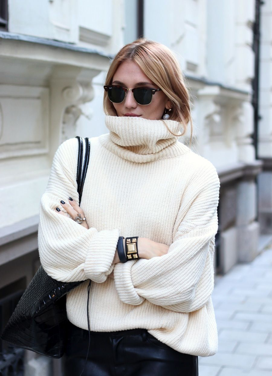 How To Wear Oversized White Sweater
