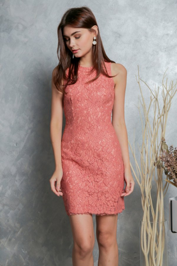 How To Wear Peach Lace Dress