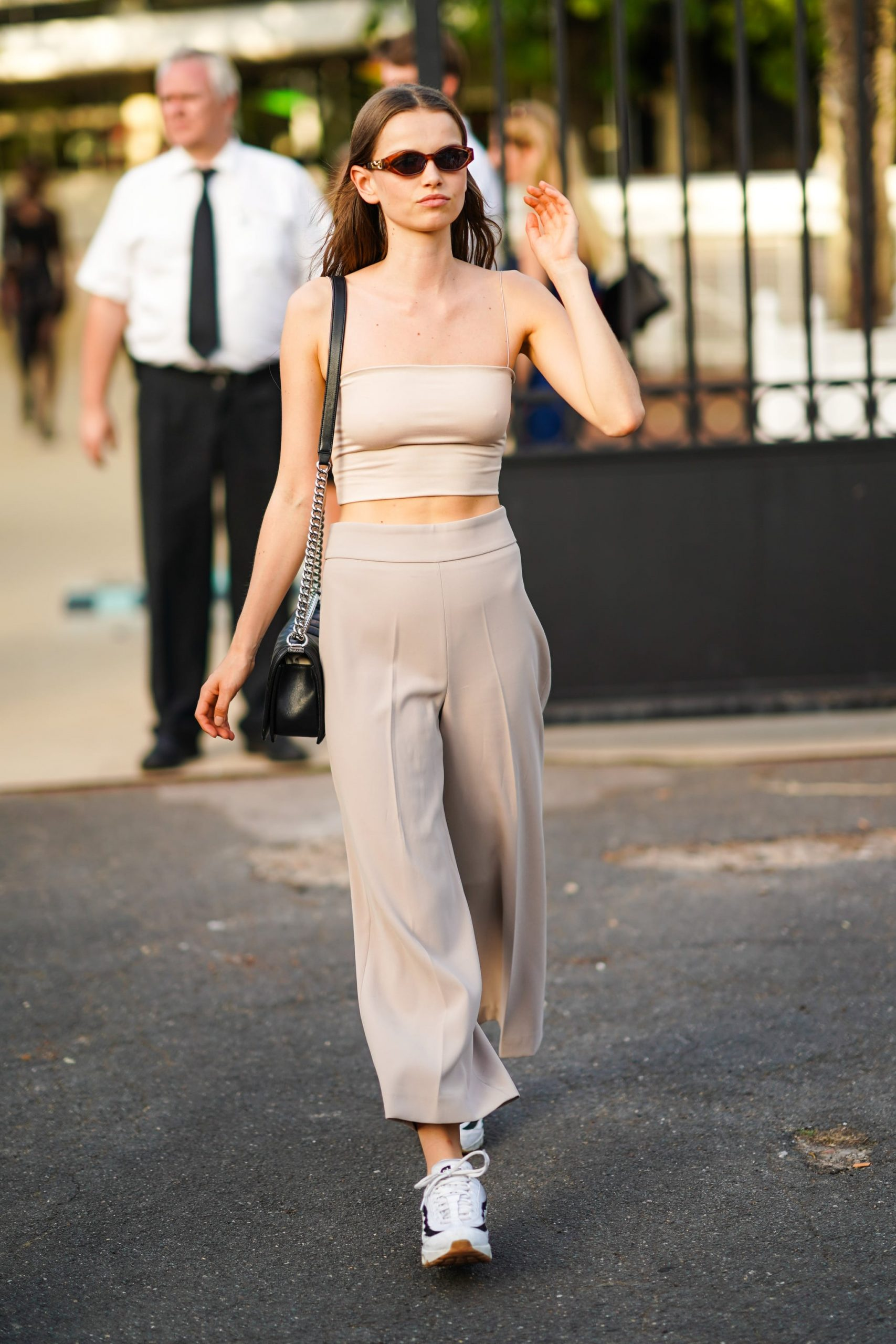 How To Wear White Tube Top